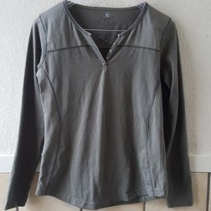 Kuhl womens long sleeve pull over Tee EUC